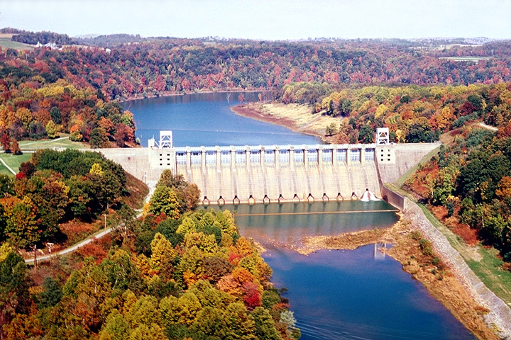 Aerial view of Conemaugh River Lake dam